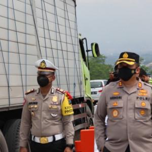 Petugas Gabungan Penyekatan di Kabupaten Malang Pantau Kendaraan 24 Jam
