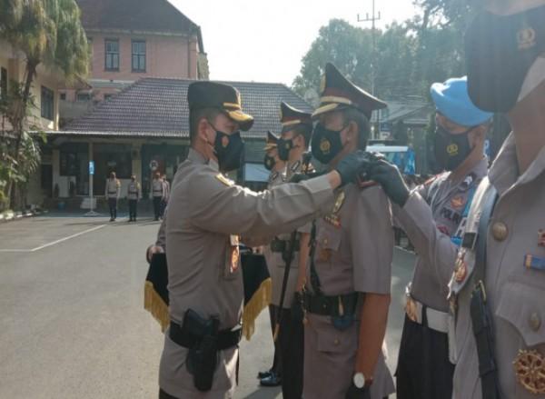 Kapolres Malang Kota Kombespol Leonardus Simarmata saat memimpin serah terima jabatan dua Pamen (Ist)