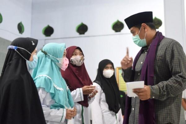 Penyerahan zakat dilakukan secara símbolis, mengingat masih dalam masa pandemi Covid-19, Rabu (5/5) bertempat di Kantor PCNU Kota Kediri. (Foto: Ist)