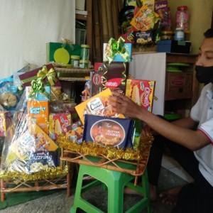 Berkah Ramadan, Pemuda di Kota Malang ini Raup Banyak Keuntungan dari Parcel Lebaran