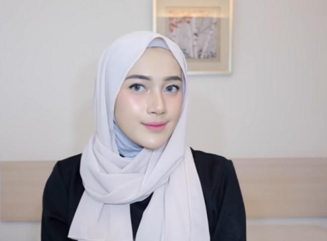 Gaya melingkar hijab malaysiaan tanpa jarum.