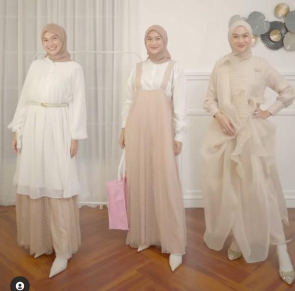 Inspirasi busana untuk Hari Raya Idul Fitri dengan warna-warna netral dan modis. (Foto: Instagram @inasrana).