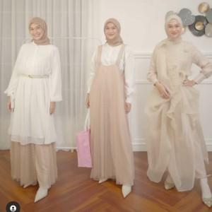 Tetap Glamor di Hari Lebaran dengan Soft Outfit, Intip Deh Gaya Hijabers Berikut!