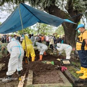 Makamkan Ribuan Jenazah, Petugas Pemakaman Kota Malang Tetap Sehat, Ini Kiatnya