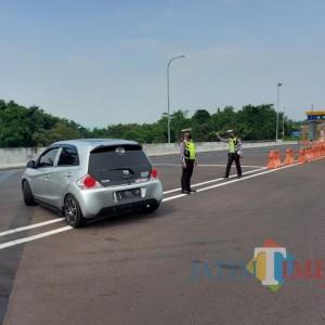 Hari Kedua Penyekatan di Pospam Exit Tol Madyopuro, 15 Mobil Disuruh Putar Balik