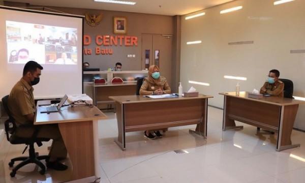 Wakil Wali Kota Batu Punjul Santoso saat meninjau uji gagasan dan wawancara lelang jabatan di Command Center, Balai Kota Among Tani beberapa saat lalu. (Foto: istimewa)