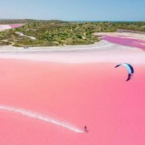 Bak Susu Strawberry, Danau di Australia Ini Berwarna Pink