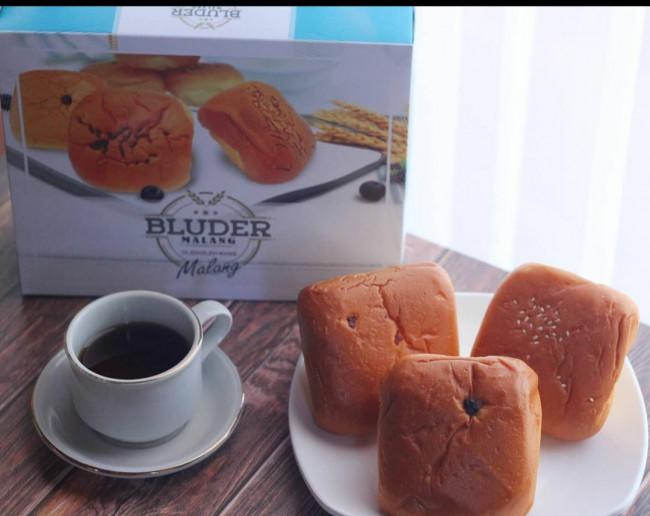 Kue Bluder Larisindo. (Foto: Instagram @larisindo.malang).