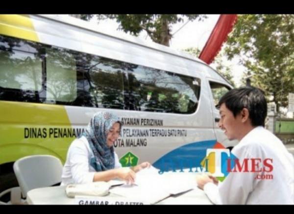 Layanan mobil keliling Disnaker-PMPTSP Kota Malang. (Foto: Dokumentasi JatimTIMES).