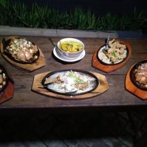 Sensasi Panas Kudapan Bandeng 'Bangzat', Kuliner Pedas Kota Malang