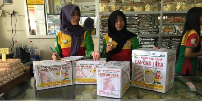 Sajian oleh-oleh aneke keripik di Lancar Jaya. (Foto: source google).