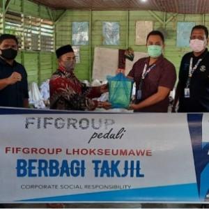 FIFGROUP Bagikan 32 Ribu Takjil Tersebar di Seluruh Cabang di Indonesia