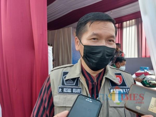Kepala Dinas Kesehatan Kota Malang Husnul Muarif saat ditemui MalangTIMES.com di Pos Pengamanan Exit Tol Madyopuro Kota Malang, Kamis (6/5/2021). (Foto: Tubagus Achmad/MalangTIMES)