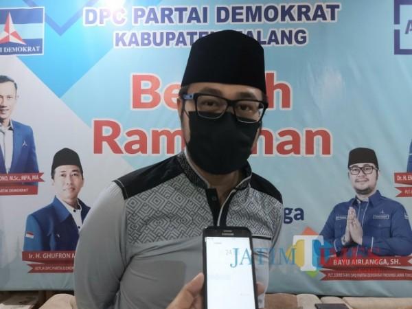 Pelaksana Tugas (Plt) Sekretaris DPD Partai Demokrat Jawa Timur Bayu Airlangga saat ditemui MalangTIMES usai acara ramah tamah dengan DPC Partai Demokrat Kabupaten Malang, Sabtu (8/5/2021). (Foto: Tubagus Achmad/MalangTIMES)