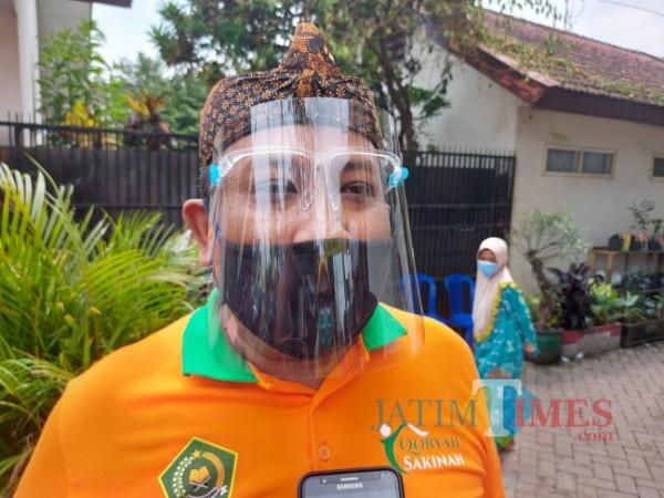 Kepala Seksi Penyelenggara Haji dan Umrah Kementerian Agama Kota Malang Amsiyono saat ditemui MalangTIMES.com. (Foto: Tubagus Achmad/MalangTIMES)