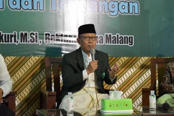 Rektor Unisma saat memberikan tausyiah membangun di PP Nurul Ulum Blitar (Ist)