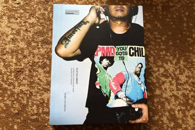 Buku Flip Da Skrip: Kumpulan Catatan Rap Nerd Dalam Satu Dekade.