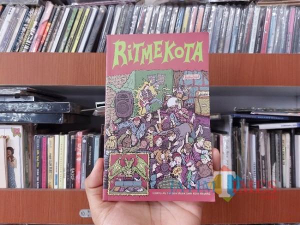 Buku Ritmekota terbitan Pelangi Sastra tahun 2019. (Foto: Tubagus Achmad/MalangTIMES)