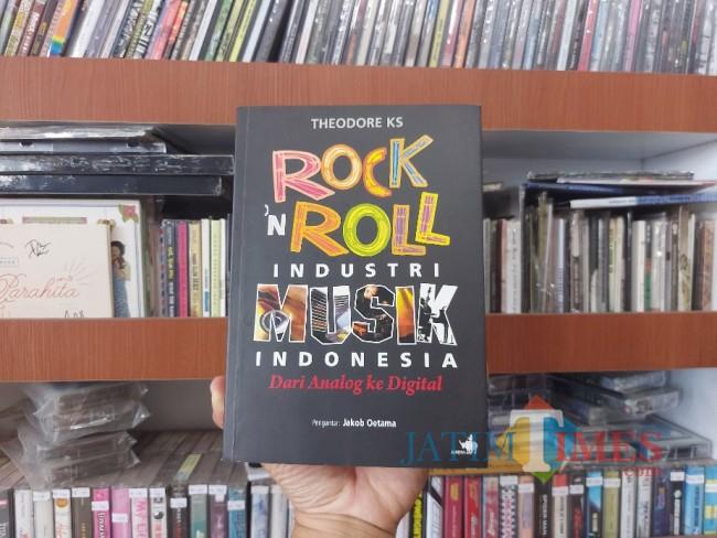 Buku Rock n Roll Industri Musik Indonesia: Dari Analog ke Digital.