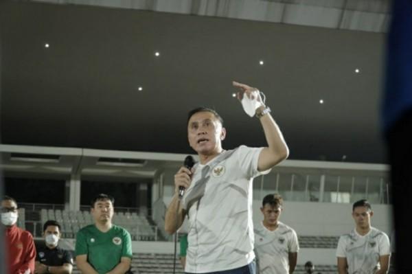 Ketua Umum PSSI, Mochamad Iriawan mengunjungi serta memberikan motivasi untuk para pemain di di Lapangan Madya, Senayan, Jakarta beberapa hari lalu. (Foto istimewa)