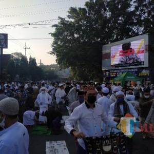 Suasana Salat Ied di Masjid Agung Jami' Kota Malang, Jamaah Tetap Patuhi Prokes