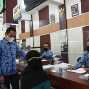 Hari Pertama Masuk Kerja, Bupati Lumajang Cek Layanan Dispendukcapil
