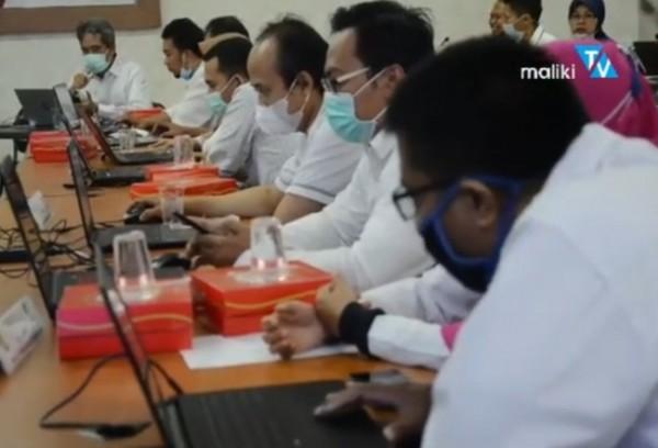 Panitia lokal SSE UM-PTKIN UIN Malang yang tengah melakukan simulasi (Ist)