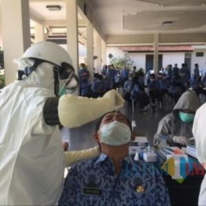 Hari Pertama Masuk Kerja Ratusan ASN Kabupaten Kediri di Swab, Ini Hasilnya