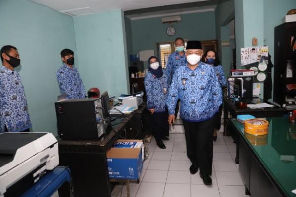 Rombongan pimpinan Pemkab Malang saat sidak ASN di beberapa OPD (foto: istimewa)