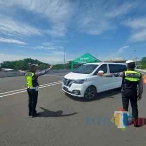 Sebanyak 615 Kendaraan Diputar Balik di Exit Tol Madyopuro selama Penyekatan