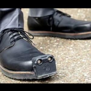 Sepatu Ini Bikin Penyandang Tunanetra Berjalan Aman dan Lebih Fashionable