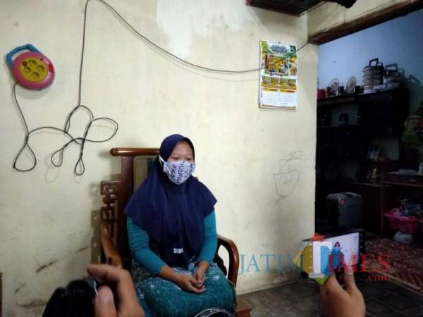 Sosok perempuan dengan nama samaran Mala yang ditemui awak media di kediamannya, Senin (17/5/2021). (Foto: Istimewa)