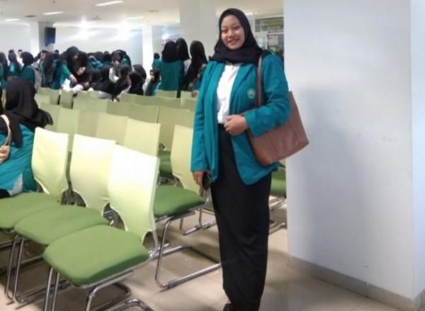Oktavia Yovi Ratnasari (21) Mahasiswa Fakultas Keguruan dan Ilmu Pendidikan (FKIP) yang merupakan ketua tim dalam penyusunan kegiatan bisnis atau wirausaha Pentol Demit (Ist)