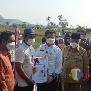 Petani Kabupaten Malang Dapat Bantuan Alsintan dari Menteri Pertanian