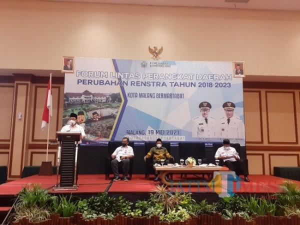 Kegiatan Forum Forum Lintas Perangkat Daerah Perubahan Renstra Tahun 2018-2023 di Ijen Suites Hotel, Rabu (19/5/2021). (Arifina Cahyanti Firdausi/MalangTIMES).