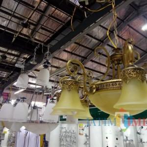 Lampu Gantung Klasik dari Graha Bangunan, Bikin Rumah Joglo Semakin Antik dan Mewah