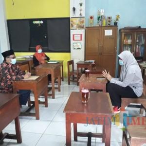 Pimpinan Dewan Minta Pemkot Surabaya Aktif Bantu Pengurusan IMB Sekolah