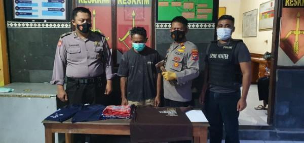 (tengah) Khoirudin saat diamankan di Mapolsek Mojowarno. (Istimewa)
