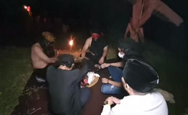 Dukun kirim rudal ghoib ke Israel (Foto: YouTube/Kang Ujang Busthomi)