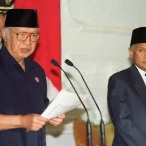 Mengenang 23 Tahun Soeharto Lengser dan Orde Baru Tumbang