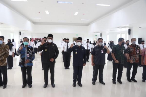 Suasana pengukuhan 39 Kepala Sekolah SD dan SMP di Kota Malang, di Mini Block Office, Kamis (21/5/2021). (Foto: Humas Pemkot Malang for MalangTIMES).