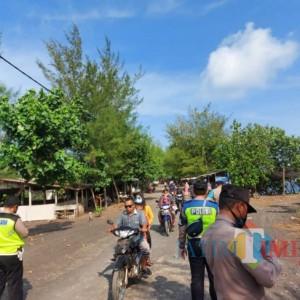 Kebobolan 200 Wisatawan, Polisi Bubarkan Wisatawan Pantai Dampar Lumajang