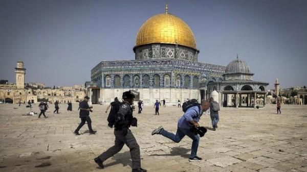 Bentrok polisi Israel vs warga Palestina (Foto: Reuters)