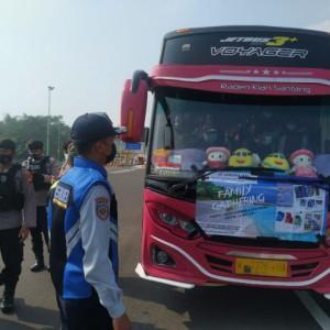 Tanpa Surat Bebas Covid-19, Bus Wisatawan asal Gresik Diminta Putar Balik, 1 Penumpang Reaktif Diisolasi di Malang