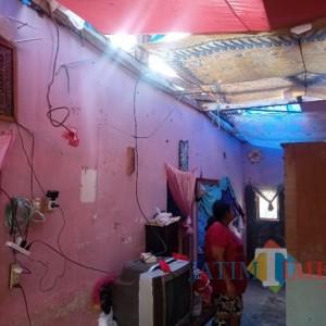 Rumah Masih Beratap Terpal, Warga Terdampak di Desa Majangtengah Dampit Takut Ada Gempa Susulan