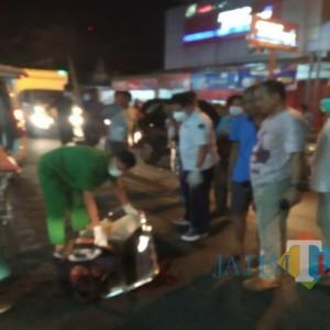 Mobil Versus Motor, 2 Remaja di Tulungagung Dilarikan ke Rumah Sakit