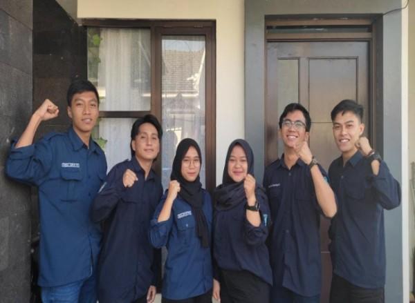 Enam mahasiswa teknik sipil ITN yang membuat inovasi rumah dengan struktur tahan gempa (Ist)