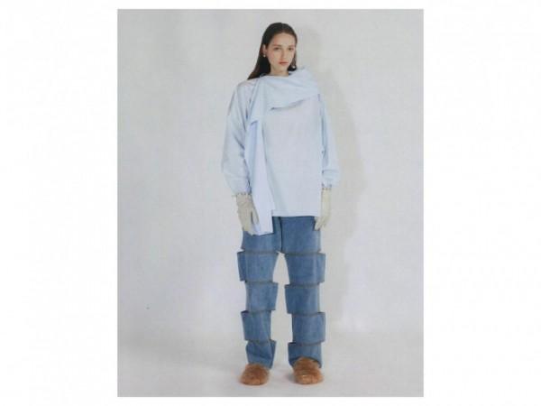 Jeans nyeleneh buatan brand Korea. (Foto: Instagram @leje.official).