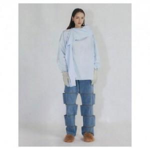Nyeleneh, Jeans Brand Korea Ini Buat Pemakainya seperti Memiliki Kaki Terpotong-potong