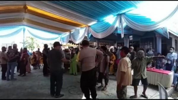 Acara khitanan warga dengan hiburan reog dan kuda kencak yang dibuarkan Polres Lumajang (Foto : Polres Lumajang / Jatim TIMES)